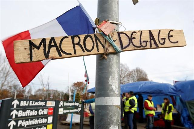 Chalecos amarillos piden la renuncia de Macron