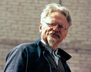 600px-Trotsky-Leon-1940-300x240