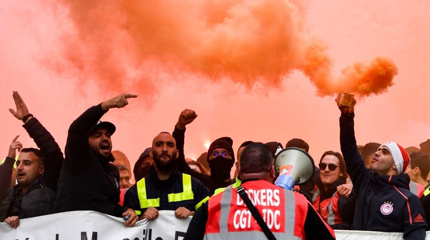 francia despierta en caos por huelga contra reforma del sistema de pensiones.jpg 1834093470